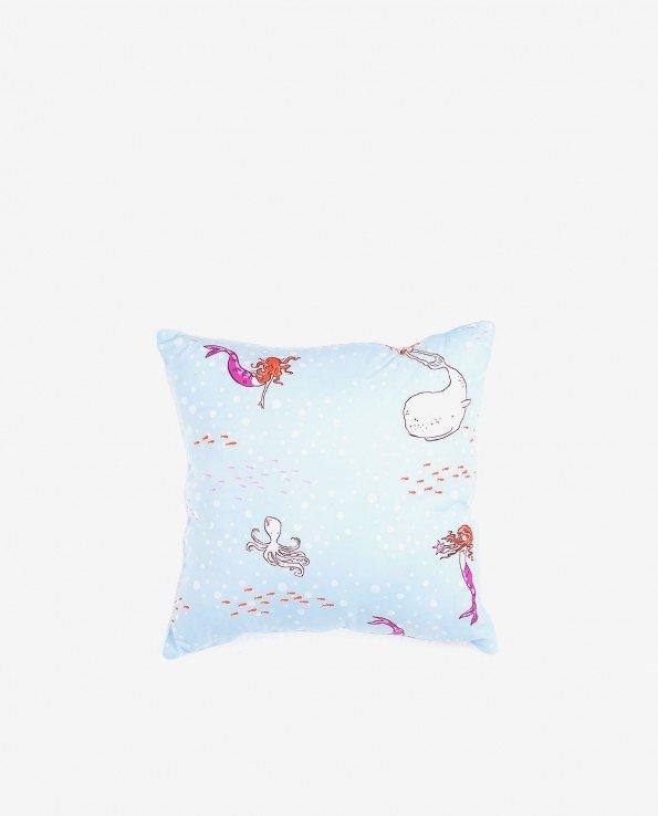 Квадратная декоративная подушка голубого цвета для детской комнаты