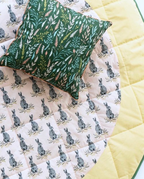 Круглый игровой коврик «Серый кролик»