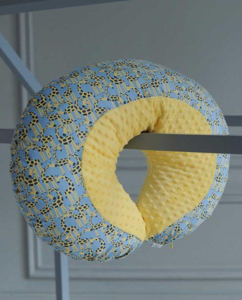 Подушка-рогалик для ребенка «Сафари»