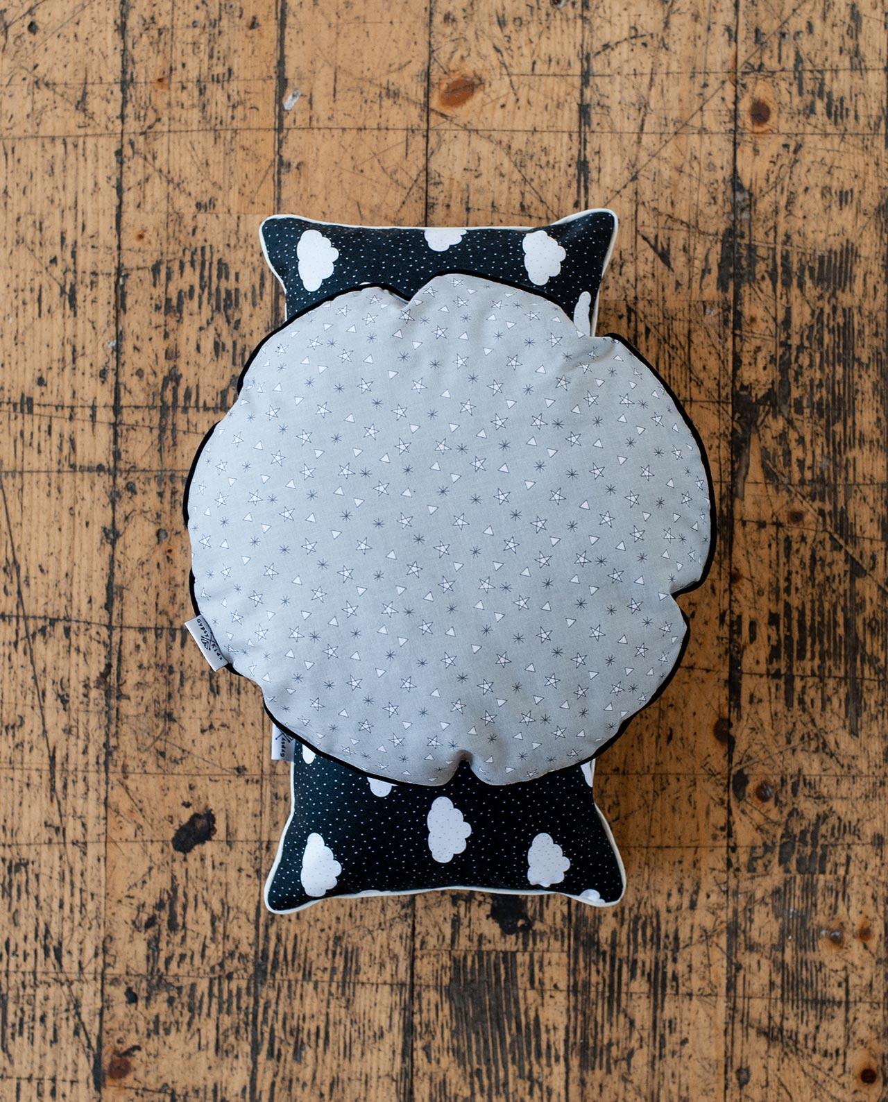 Декоративная круглая подушка «Звездочки»