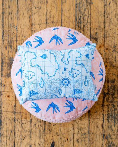 Пуф «Небесные ласточки» и подушка Декоративная подушка «Карта сокровищ»