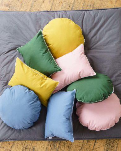 Коллекция однотонных подушек