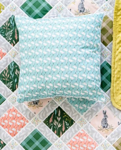 Подушка квадратная  «Гусочки — голубая»